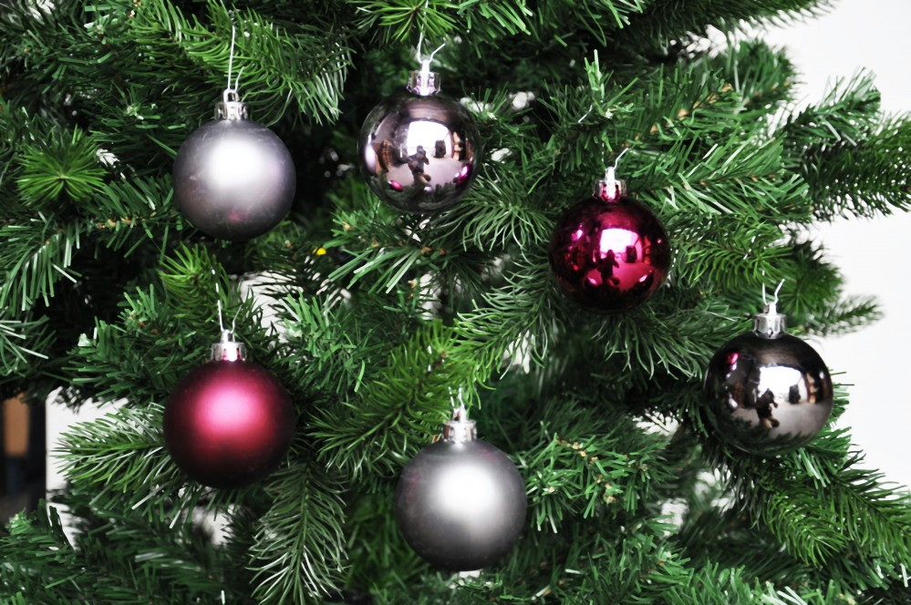 36x christbaumkugeln grau bordeaux flieder 6cm glanz weihnachtskugeln kunststoff ebay - Christbaumkugeln grau ...