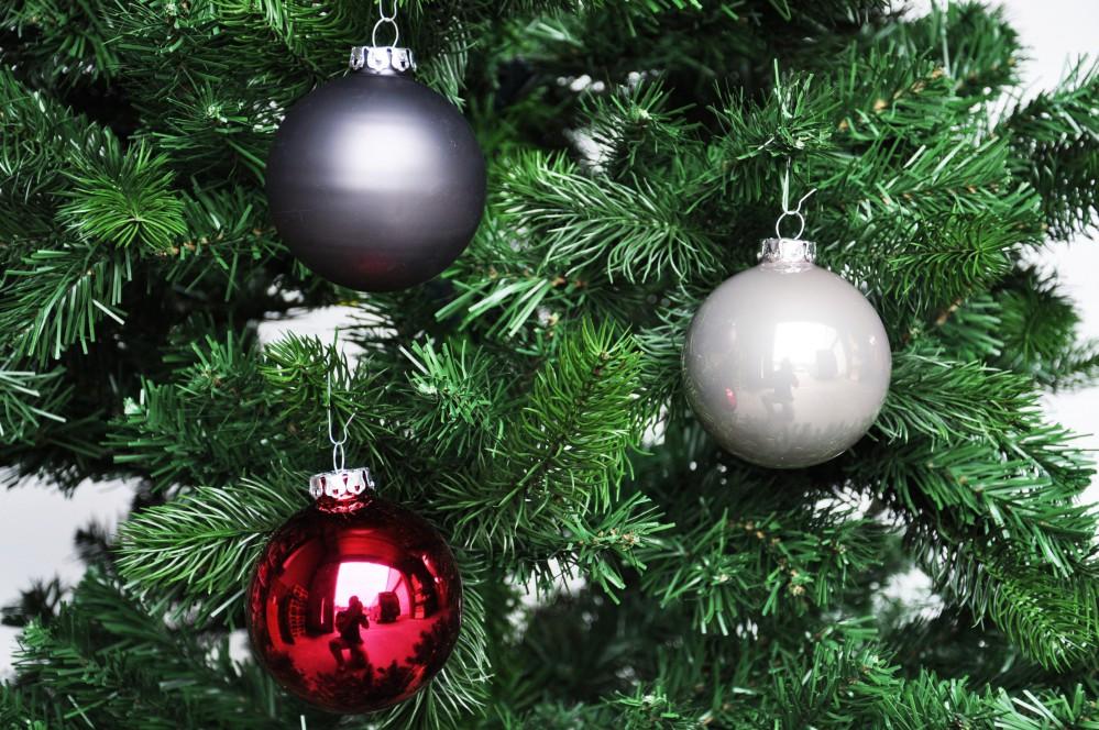 1b 8x r dentaler glas christbaumkugeln 8cm beere rot grau for Weihnachtskugeln glas grau